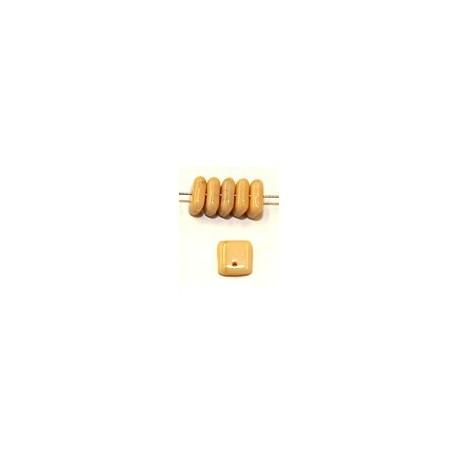 Lentils 6mm hangend square isabela 50st.