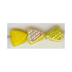 Glaskraal driehoek bewerkt 6mm geel ca 100st